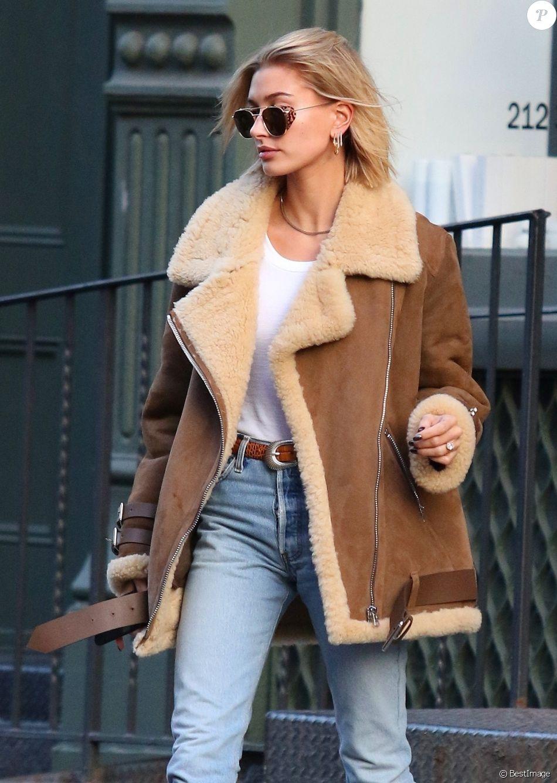 Hailey Baldwin quitte le salon de coiffure Cutler dans le quartier de Manhattan à New York le 11 décembre 2018.