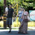 Exclusif - Rachel McAdams, son mari avec leur nouveau né dans les bras, et sa soeur enceinte, dans la rue à Los Angeles le 13 septembre 2018.