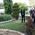 Le président de la République Emmanuel Macron reçu par le président de la République du Tchad, Idriss Deby Itno, au palais présidentiel à N'Djamena au Tchad. Le 23 décembre 2018. © Stéphane Lemouton / Bestimage