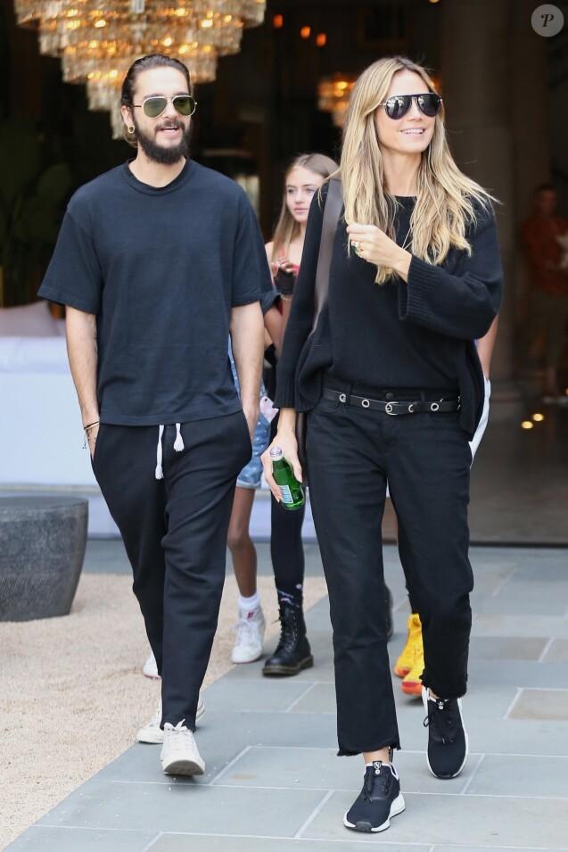 Heidi Klum se balade avec son compagnon Tom Kaulitz et ses enfants Helene, Johan, Lou et Henri dans le quartier de The Grove à Hollywood, le 28 octobre 2018.