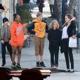 Knox, Zahara, Shiloh, Vivienne, Angelina Jolie - Angelina Jolie sort déjeuner avec ses enfants à Los Angeles le 26 décembre 2018.