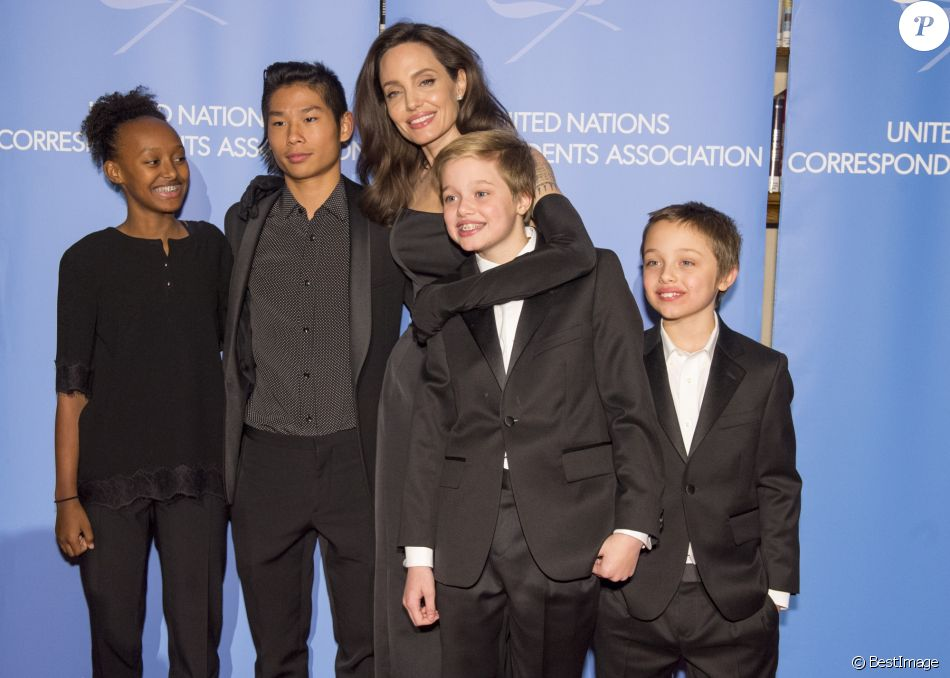 "Shiloh, Pax, Vivienne et Zahara - Angelina Jolie a reçu le prix ""UNCA (United Nations Correspondents Association) Global Citizen of the Year Award 2017"" à l'ONU, New York le 15 decembre 2017."