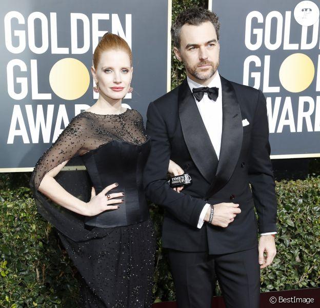 Jessica Chastain et son mari Gian Luca Passi de Preposulo au photocall de la 76ème cérémonie annuelle des Golden Globe Awards au Beverly Hilton Hotel à Los Angeles, Californie, Etats-Unis, le 6 janver 2019.
