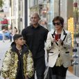 Kris Jenner et son petit-fils Mason Disick font du shopping dans les rues de Beverly Hills. Le 18 décembre 2018.