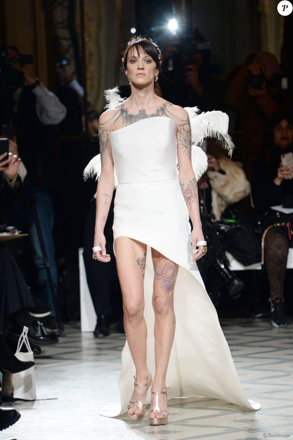 """Asia Argento - Défilé de mode Haute-Couture printemps-été 2019 """"Antonio Grimaldi"""" à Paris. Le 21 janvier 2019 © Veeren-CVS / Bestimage"""