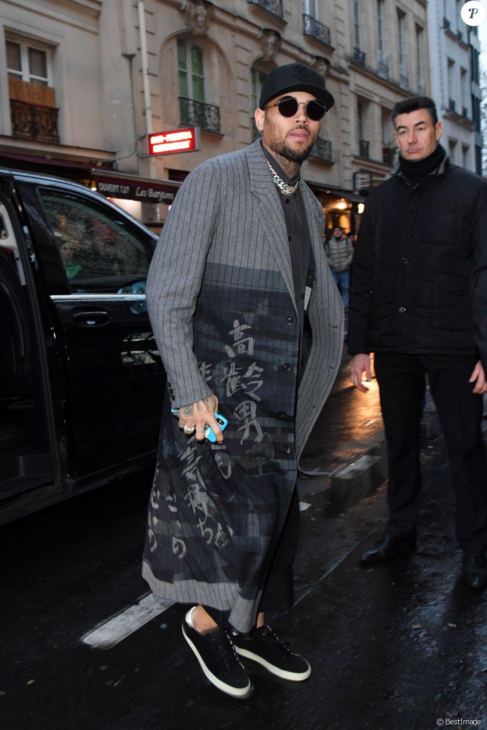 Chris Brown arrive au défilé Y-3 à Paris le 17 janvier 2019.