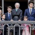 La reine Margrethe II entourée de tous ses petits-enfants - la princesse Josephine, la princesse Isabella, le prince Vincent, le prince Christian, le prince Felix, le prince Nikolai, la princesse Athena et le prince Henrik - au balcon du palais royal d'Amalienborg pour son 78e anniversaire le 16 avril 2018 à Copenhague.