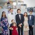 La princesse Mary de Danemark, le prince Joachim, leurs enfants le prince Henrik et la princesse Athena, le prince Nikolai, la comtesse Alexandra et le prince Felix prêts à monter à bord du yacht royal Dannebrog pour fêter le 18ème anniversaire du prince Nikolai à Copenhague le 28 août 2017.