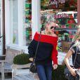 """Laeticia Hallyday va déjeuner avec son amie Christina au """"Brentwood Country Mart"""" à Brentwood, Los Angeles, Californie, Etats-Unis, le 10 janvier 2019"""