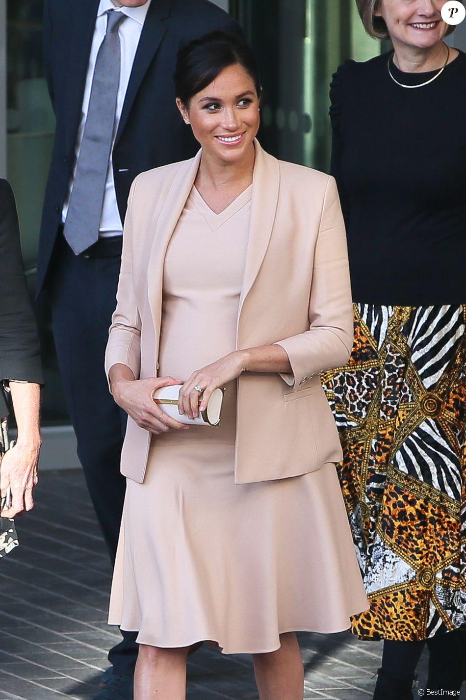 Meghan Markle (enceinte), duchesse de Sussex, à la sortie du National Theatre à Londres. Le 30 janvier 2019.