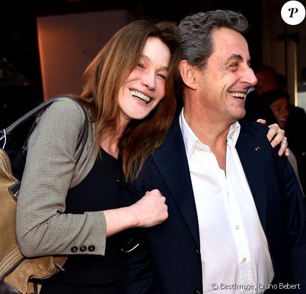 """Nicolas Sarkozy et sa femme Carla Bruni-Sarkozy sont allés diner au restaurant """"La Petite Maison"""" après avoir participé aux Journées d'études du Parti Populaire Européen à l'hôtel Méridien à Nice, le 1er juin 2016. © Bruno Bebert/Bestimage"""
