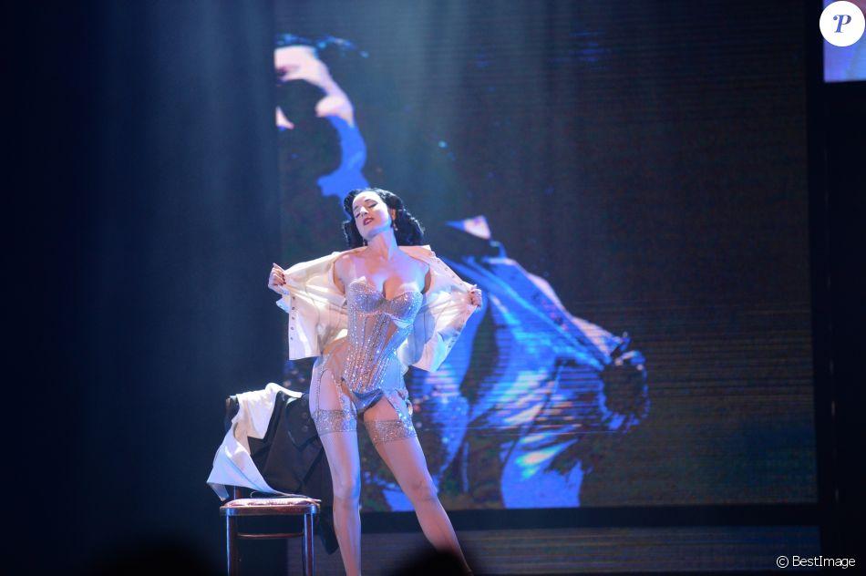 """Exclusif - Prix Special - Dita Von Teese est la guest star du """"Fashion Freak Show"""" (Le spectacle de Jean Paul Gaultier) pour sept représentations aux Folies Bergère. Paris, le 26 Janvier 2019 © Veeren Ramsamy / Bestimage"""