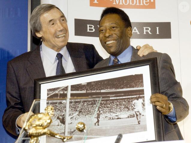 Gordon Banks et Pelé le 4 mars 2004.