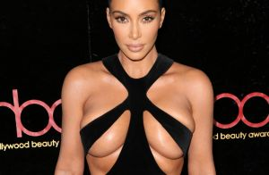Kim Kardashian, audacieuse, montre presque tout dans une robe vintage osée