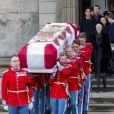 La reine Margrethe II de Danemark entourée par sa famille aux obsèques de son mari le prince Henrik de Danemark en l'église du château de Christiansborg à Copenhague le 20 février 2018
