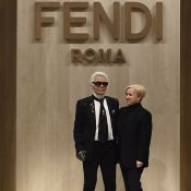 Mort de Karl Lagerfeld : Avant l'incinération, l'hommage de Bella et Kaia