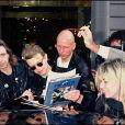 Peter Frampton et David Bowie à Paris en avril 1990, après un concert.