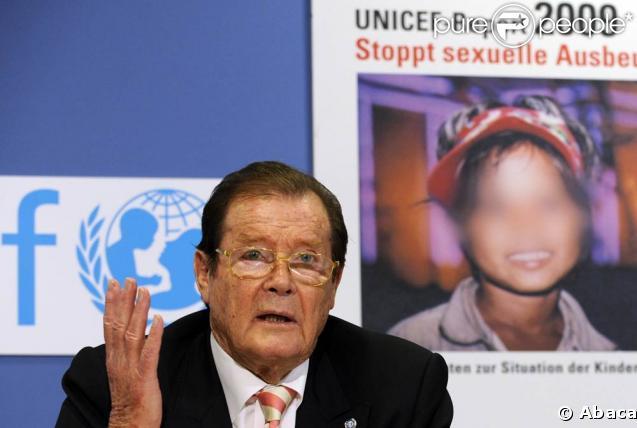 Roger Moore présente un rapport UNICEF sur l'exploitation sexuelle des enfants, en Allemagne