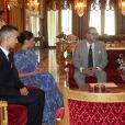 Le prince Harry et Meghan Markle, duchesse de Sussex, enceinte et en robe Carolina Herrera, ont été reçus par le roi Mohammed VI du Maroc et sa famille (à gauche : le prince héritier Moulay El Hassan ; à droite : le prince Moulay Rachid, la princesse Lalla Meryem et la princesse Lalla Hasna) à la résidence royale à Salé le 25 février 2019 pour une cérémonie du thé et une audience privée, dernier engagement de leurs visite officielle au Maroc.