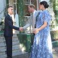 Le prince héritier Moulay El Hassan s'est chargé de dire au revoir au duc et à la duchesse de Sussex. Le prince Harry et Meghan Markle, duchesse de Sussex, enceinte et en robe Carolina Herrera, ont été reçus par le roi Mohammed VI du Maroc et sa famille à la résidence royale à Salé le 25 février 2019 pour une cérémonie du thé et une audience privée, dernier engagement de leurs visite officielle au Maroc.