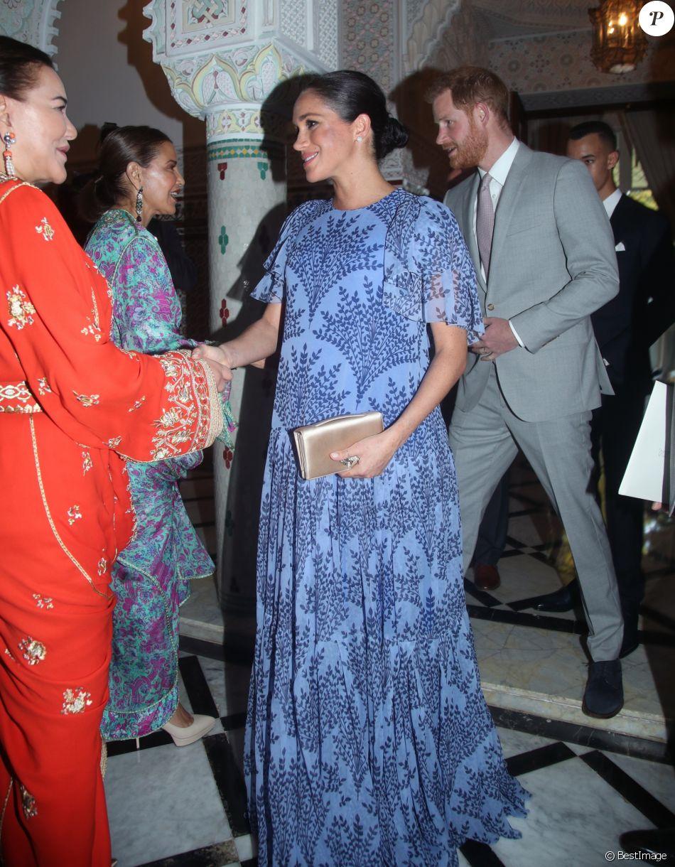 Le prince Harry et Meghan Markle, duchesse de Sussex, enceinte et en robe Carolina Herrera, ici salués par les princesses Lalla Hasnaa et Lalla Meryem, ont été reçus par le roi Mohammed VI du Maroc et sa famille à la résidence royale à Salé le 25 février 2019 pour une cérémonie du thé et une audience privée, dernier engagement de leurs visite officielle au Maroc.