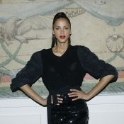 Fashion Week : Noémie Lenoir, spectatrice radieuse et attentive