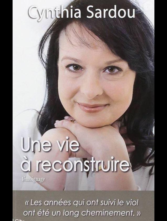 """Couverture du livre """"Une vie à reconstruire"""" de Cynthia Sardou publié en mai 2014."""