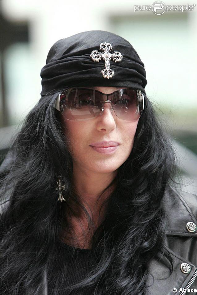 Cher poursuit Universal en justice