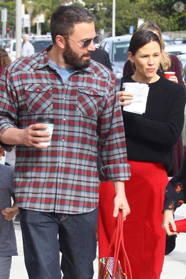 Ben Affleck et Jennifer Garner sont allés à la messe dominicale avec leurs enfants Violet, Seraphina et Samuel à Los Angeles, le 9 décembre 2018.