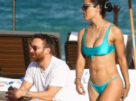 David Guetta à la plage avec sa fiancée sublime en bikini et une autre bombe