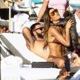 Le DJ Cédric Gervais et Ariadna Gutierrez sur une plage à Miami, le 09 mars 2019.