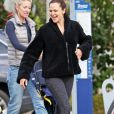 Exclusif - Jennifer Garner est allée chercher sa fille Seraphina à la sortie des classes à Los Angeles, le 27 février 2019  For germany call for price - Please hide children face prior publication Exclusive - Jennifer Garner is out in flip flops as she picks up her daughter Seraphina Affleck from school. The duo are all smiles as they head to their ride. 27th february 201927/02/2019 - Los Angeles