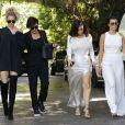Kim, Kourtney, Khloé Kardashian et leur mère Kris Jenner à Woodland Hills le 5 août 2016.