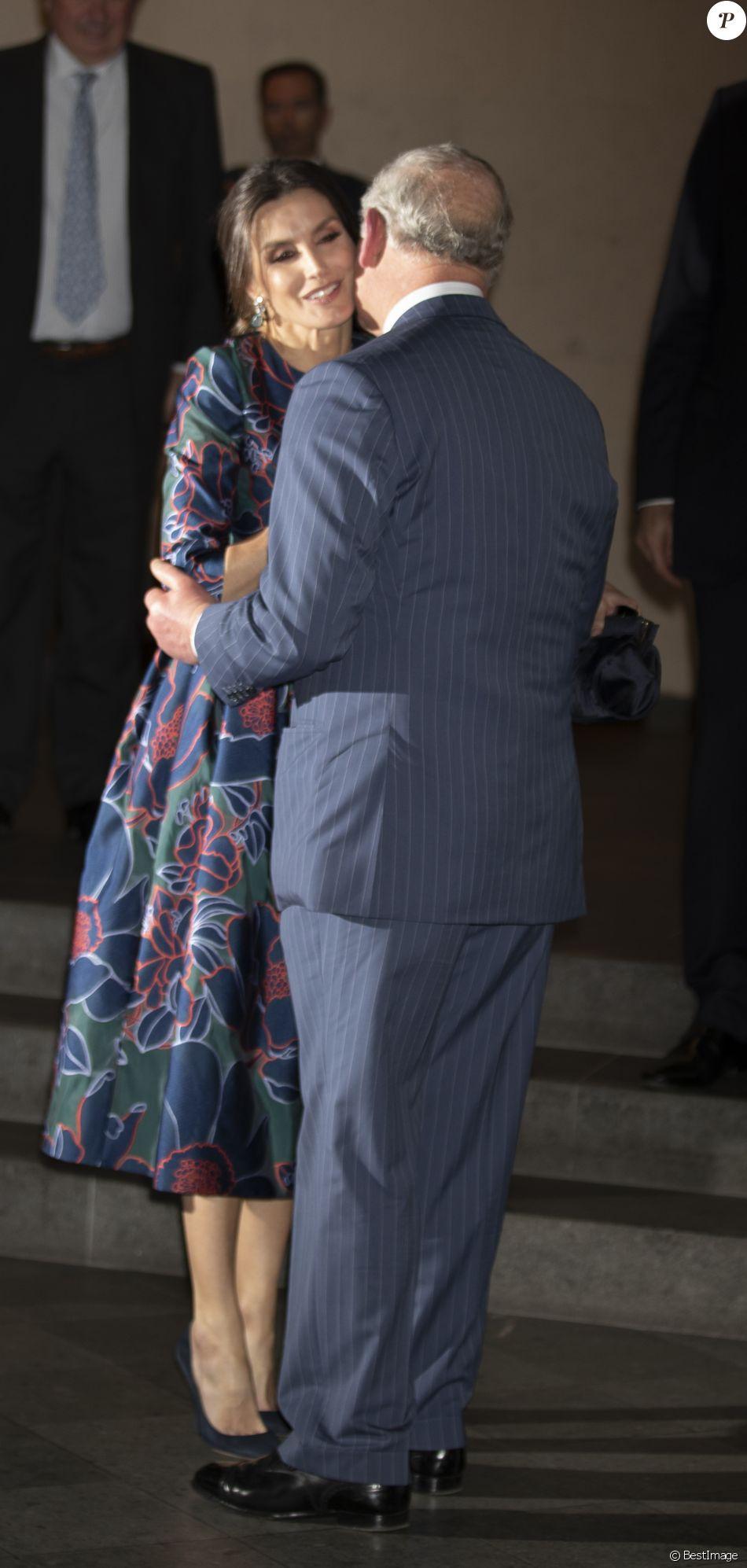 "La reine Letizia d'Espagne (robe Carolina Herrera) inaugurait le 13 mars 2019 avec le prince Charles l'exposition ""Sorolla: Spanish Master of Light"" à la National Gallery à Londres."