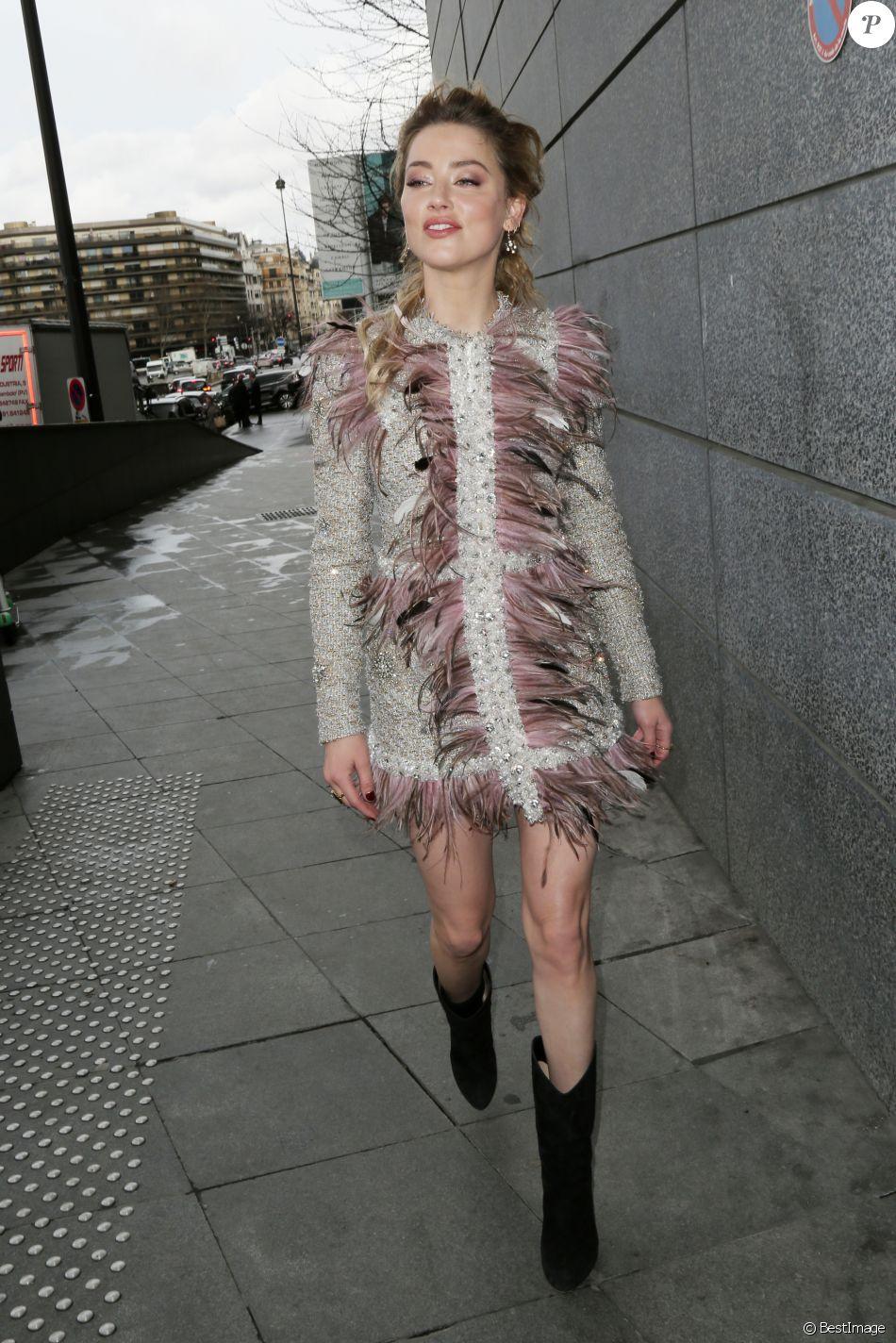Amber Heard à La Sortie Du Défilé De Mode Prêt-à-porter
