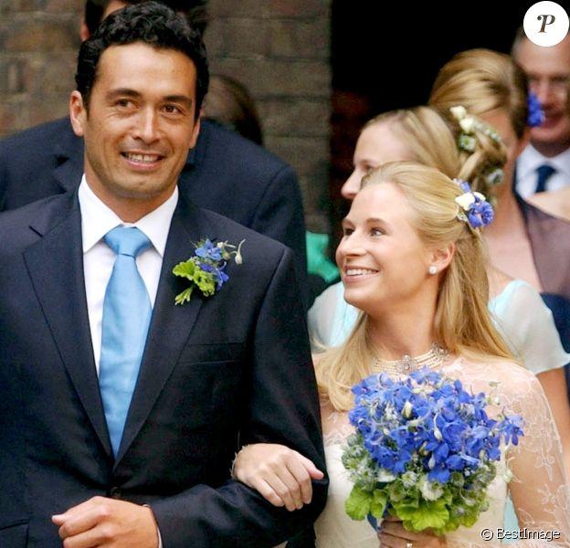Lady Davina et son mari Gary Lewis lors de leur mariage en 2004 à Kensington.