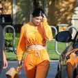 Exclusif - Kylie Jenner est allée déjeuner avec un ami au restaurant Sugar Fish à Calabasas, le 25 mars 2019  For germany call for price Exclusive - Kylie Jenner is ready for spring as she step out in a orange velour track suit to have lunch with a friend at Sugar Fish this afternoon. Kylie had multiple bodyguards to keep any unwanted interactions with the public. 25th march 201925/03/2019 - Los Angeles