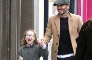 Harper Beckham sans dents et trop craquante, sa virée shopping avec papa !