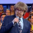 """Nagui et le chanteur Marc Lavoine piègent une candidate dans """"N'oubliez pas les paroles"""", le 1er avril 2019."""