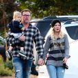 Tori Spelling et son mari Dean McDermot font du shopping avec leur fils Beau à Los Angeles le 22 décembre 2018.