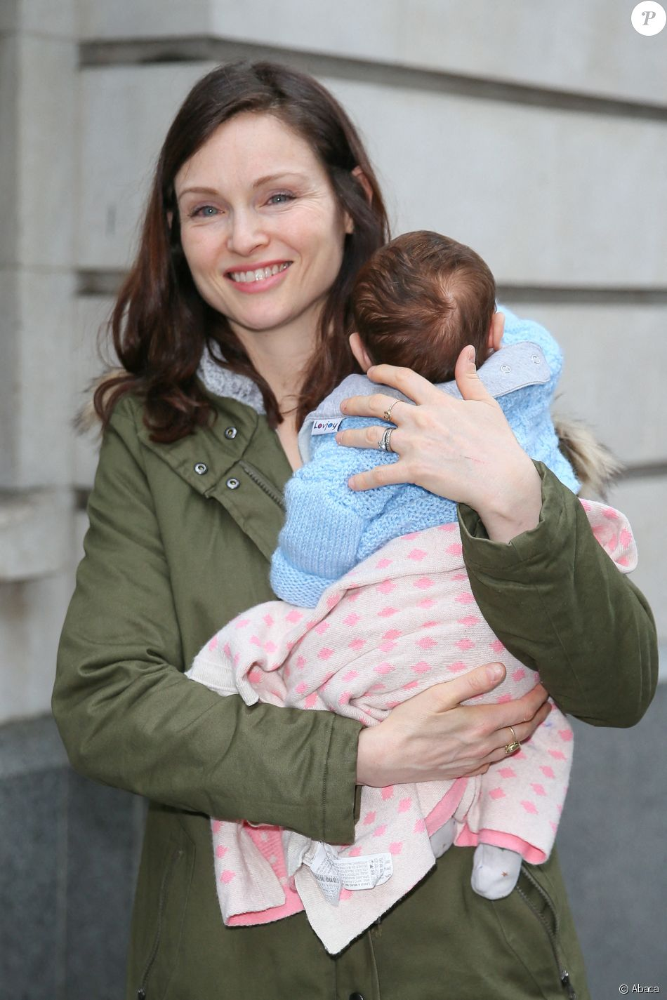Sophie Ellis-Bextor avec son bébé Mickey et son mari Richard Jones à la sortie de BBC Radio Two le 9 avril 2019, à Londres.