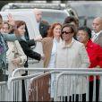 Michelle Obama et ses filles Sasha et Malia près de la tour Eiffel en 2009 à Paris