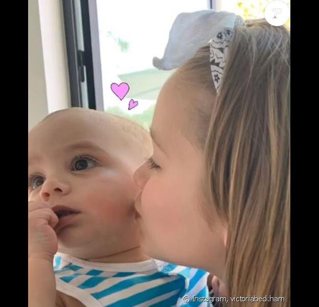 Victoria Beckham a passé du temps chez Eva Longoria, en compagnie de sa fille Harper, à Los Angeles, le 15 avril 2019 et a partagé des photos sur Instagram.