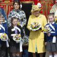 La reine Elizabeth II, accompagnée par la princesse Eugenie d'York, honorait la tradition du Royal Maundy en la chapelle St George au château de Windsor le 18 avril 2019. La souveraine y a remis des bourses contenant des pièces de monnaie à 93 bénéficiaires, soit autant que son âge (93 ans au 21 avril 2019).