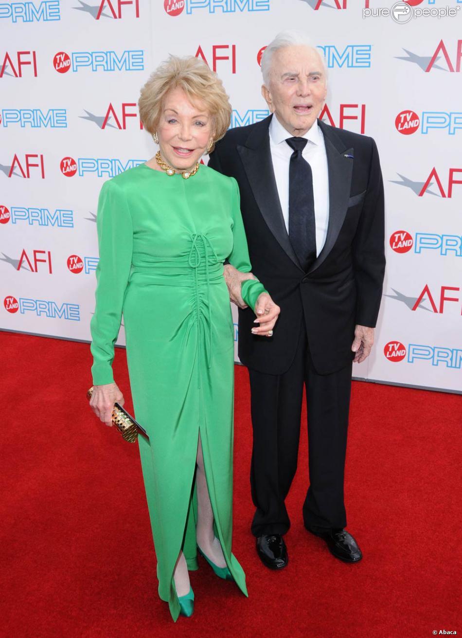 Kirk Douglas et sa femme Anne Buydens à la 37ème soirée AFI, à Los Angeles, hier