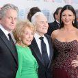 Michael Douglas, Anne Buydens, Kirk Douglas et Catherine Zeta-Jones à la 37ème soirée AFI, à Los Angeles, hier