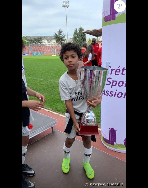 Thiago Silva a publié une photo de son fils Isago avec la coupe remportée lors de Cristo'Cup jouée à Créteil le 21 avril 2019.