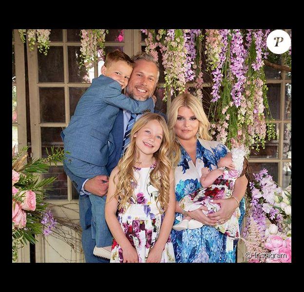 Jessica Simpson est la femme d'Eric Johnson. Ensemble ils ont trois enfants : Ace Knute (5 ans), Maxwell Drew (6 ans) et Birdie Mae née le 19 mars 2019.