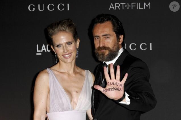 """Demian Bichir et sa femme Stefanie Sherk- Soirée """"LACMA Art + Film Gala"""" à Los Angeles le 1er novembre 2014."""