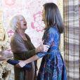 La reine Letizia d'Espagne (robe Carolina Herrera) recevait avec le roi Felipe, le 24 avril 2019 au palais royal à Madrid, la poétesse uruguayenne Ida Vitale, récompensée la veille par le Prix Miguel de Cervantes, pour un déjeuner en son honneur.